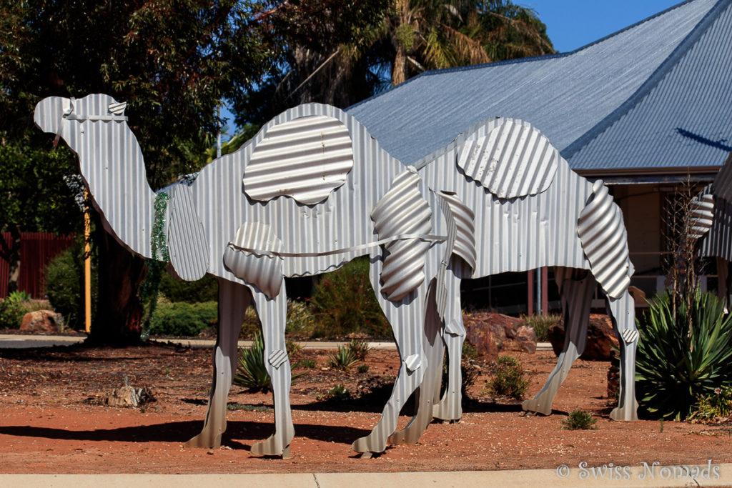 Kamele aus Wellblech bei Norseman