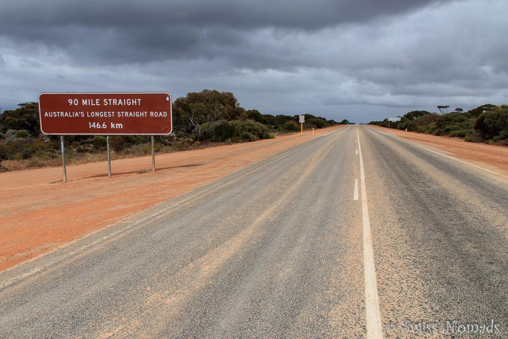 Gerade Strasse durch die Nullarbor Plain
