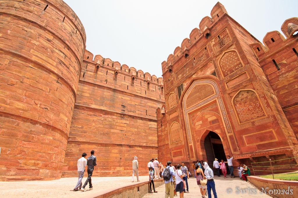 Das Eingangstor zum Red Fort in Agra