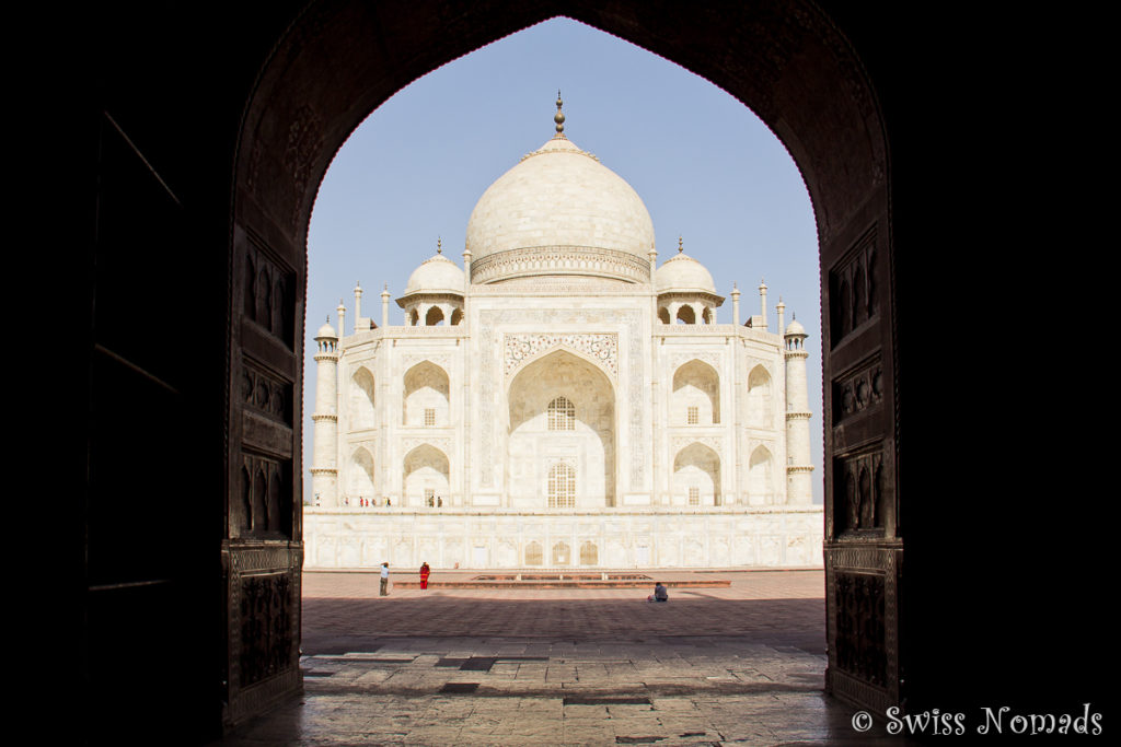 Das Taj Mahal schön in einem Torbogen eingerahmt