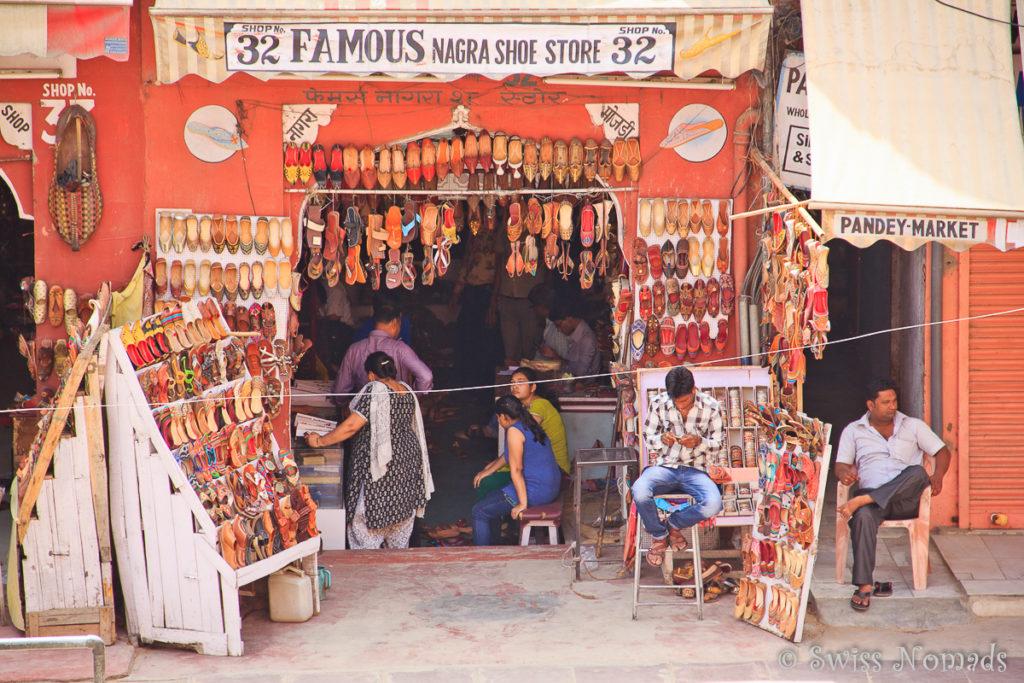 Die Aussicht vom Hava Mahal auf das Geschehen in Jaipur