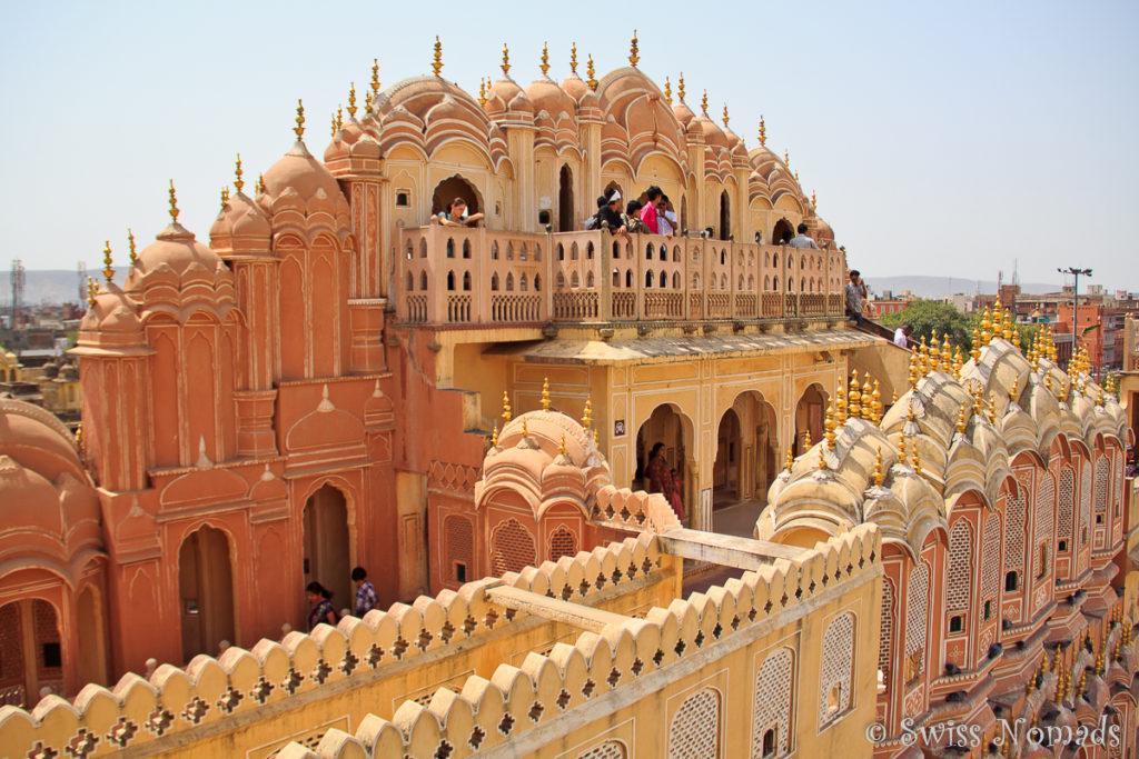 Die Fassade des Hava Mahal mit den Balkonen