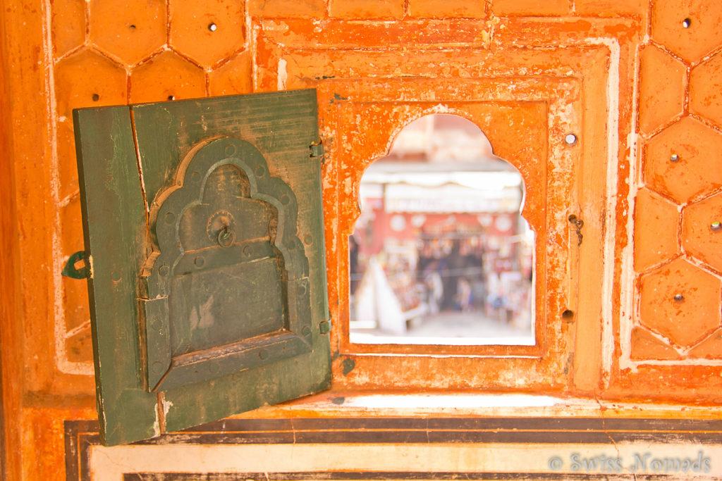 Die teilweise winzigen Fenster des Hava Mahal in Jaipur