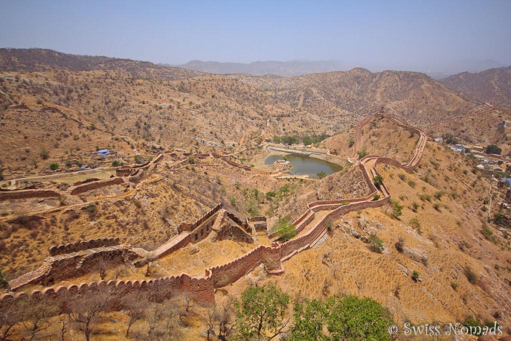 Das Jaigarh Fort mit den Festungsmauern wurde zum Schutz des Amber Forts errichtet