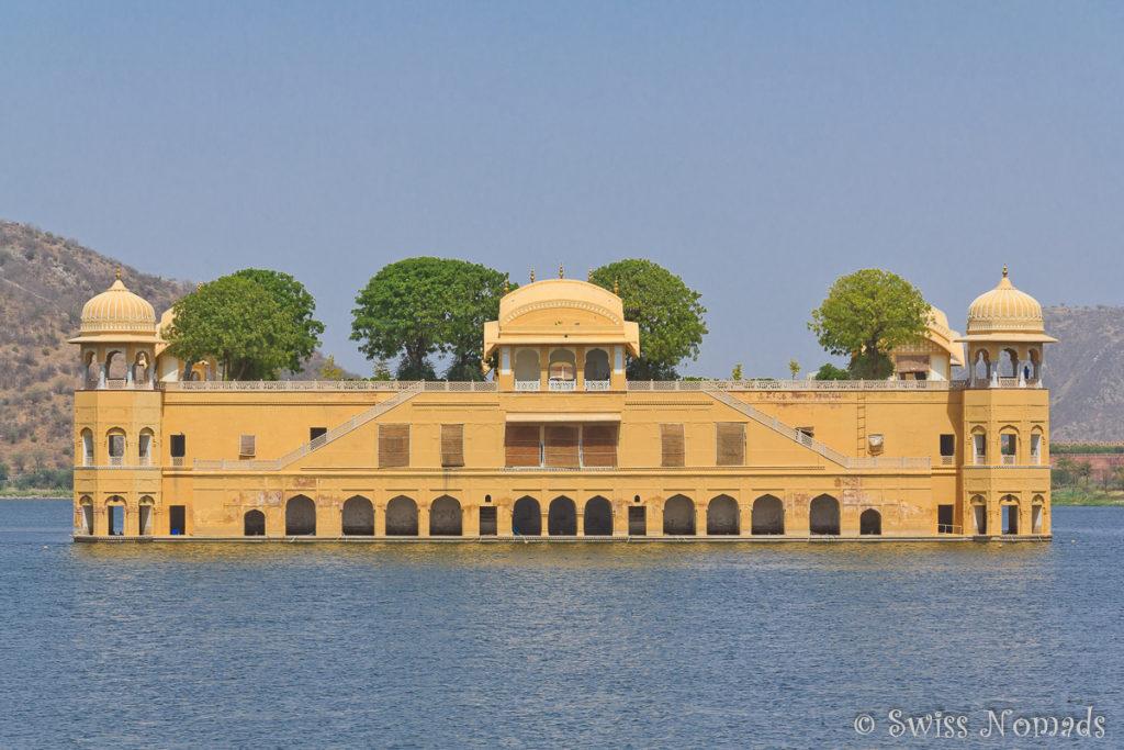 Der Jal Mahal in Jaipur ist ein Wasserpalast mitten auf dem See