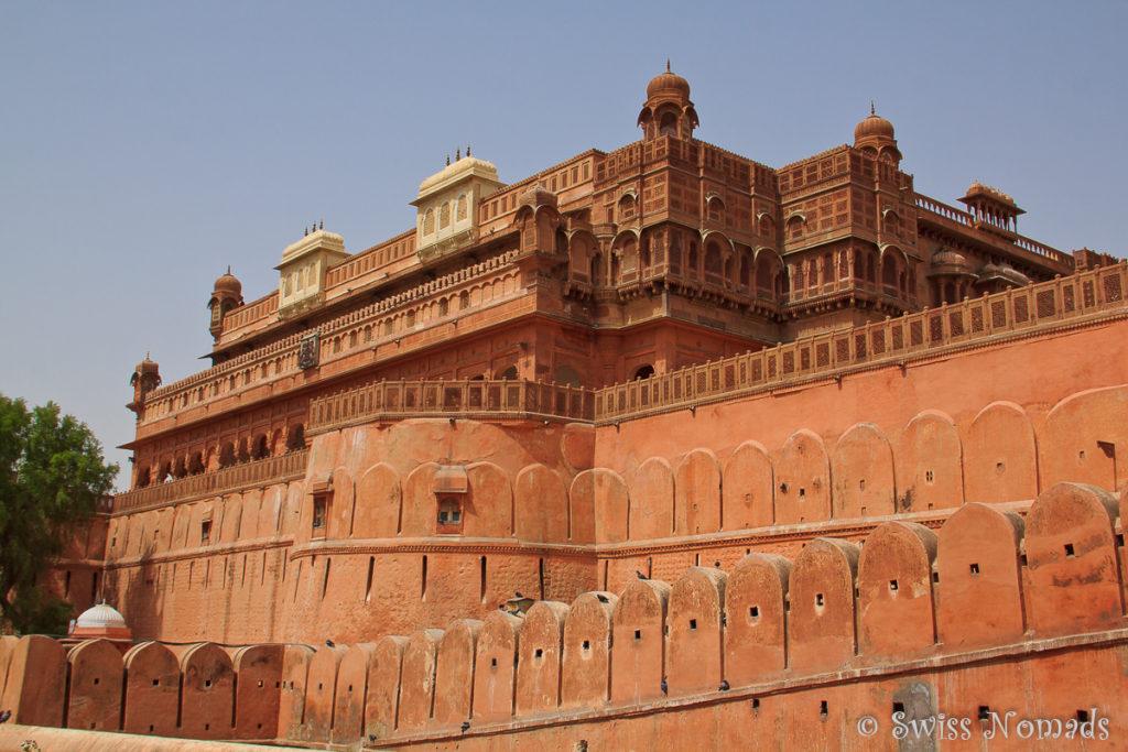 Das Junagarh Fort in Bikaner ist von einer riesigen Mauer umgeben