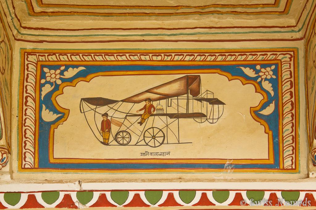 Auch moderne, westliche Inhalte sind in den Wandmalereien in den Havelis von Mandawa zu finden.