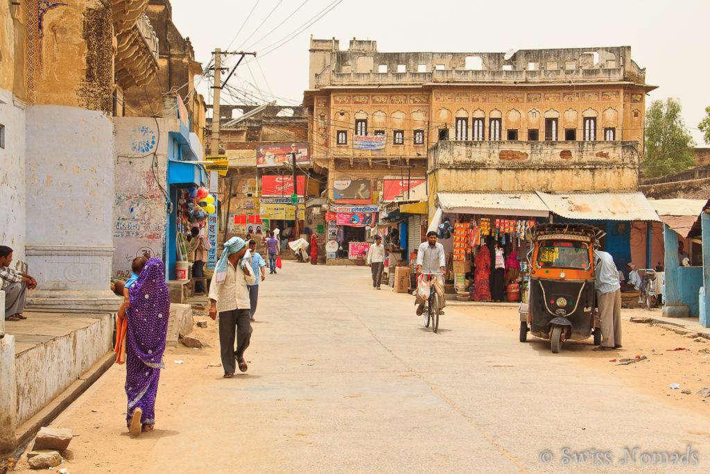 Auf den Strassen in Nawalgarh geht es gemächlich zu und her