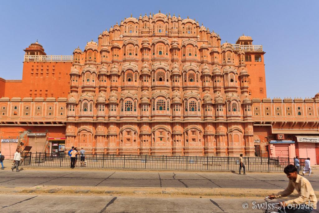 Das Hava Mahal ist eine der schönsten Sehenswuerdigkeiten in Jaipur