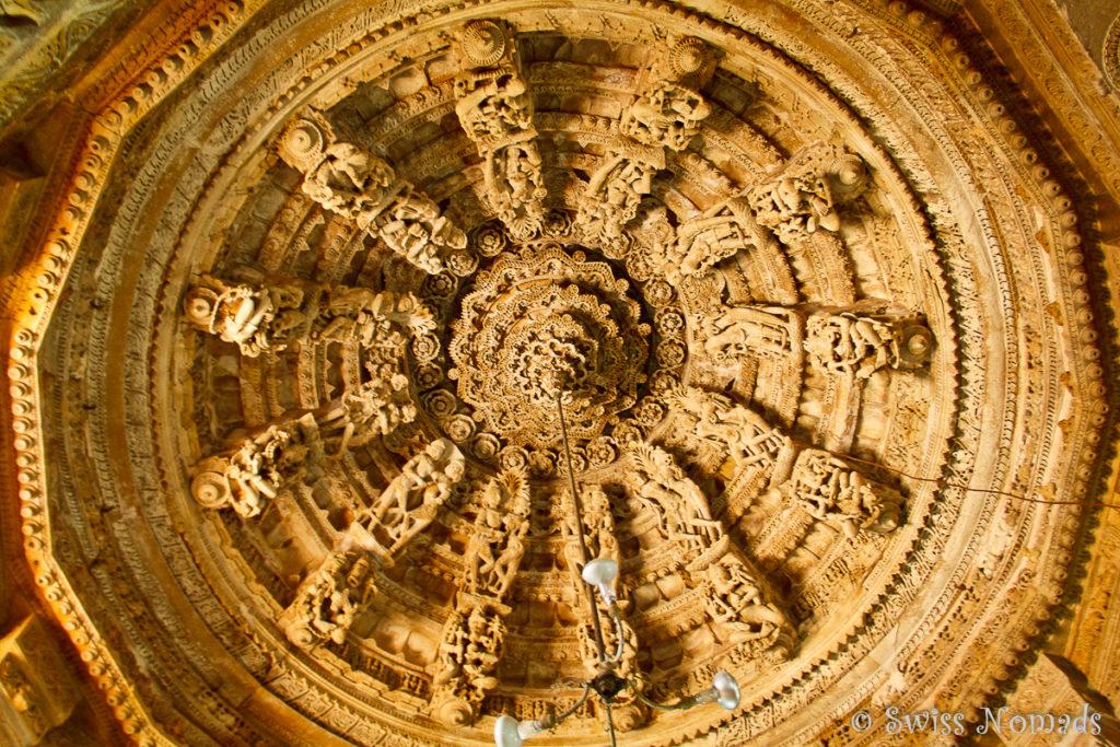 Schöne Decke des Jain Tempel in Jaisalmer