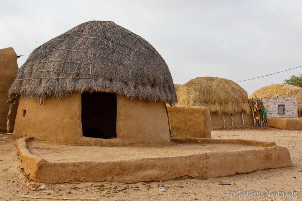 Typische Häuser im Dorf der Thar Wüste in Rajasthan