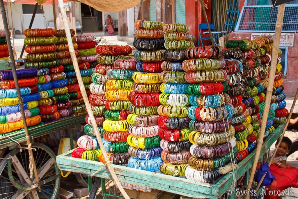 Bunte Armreifen am Markt von Jodhpur