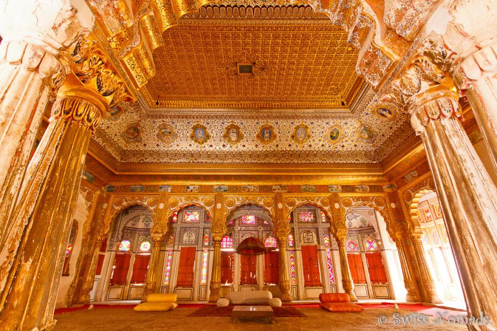 Der prunkvolle Audienzsaal des Mehrangarh Fort in Jodhpur