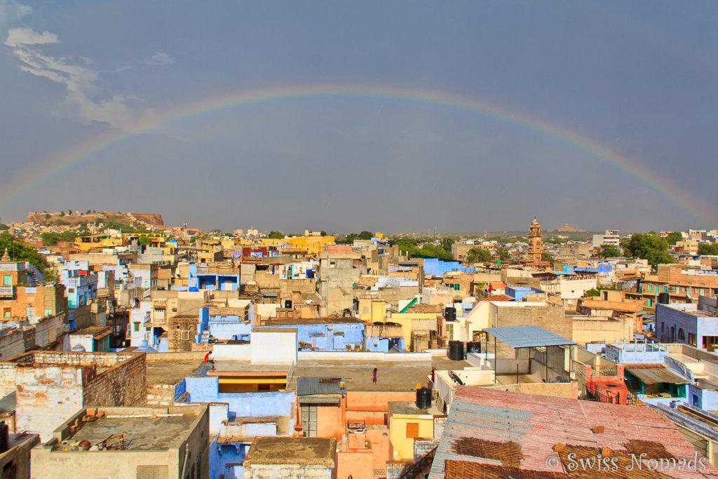 Aussicht über Jodhpur mit Regenbogen