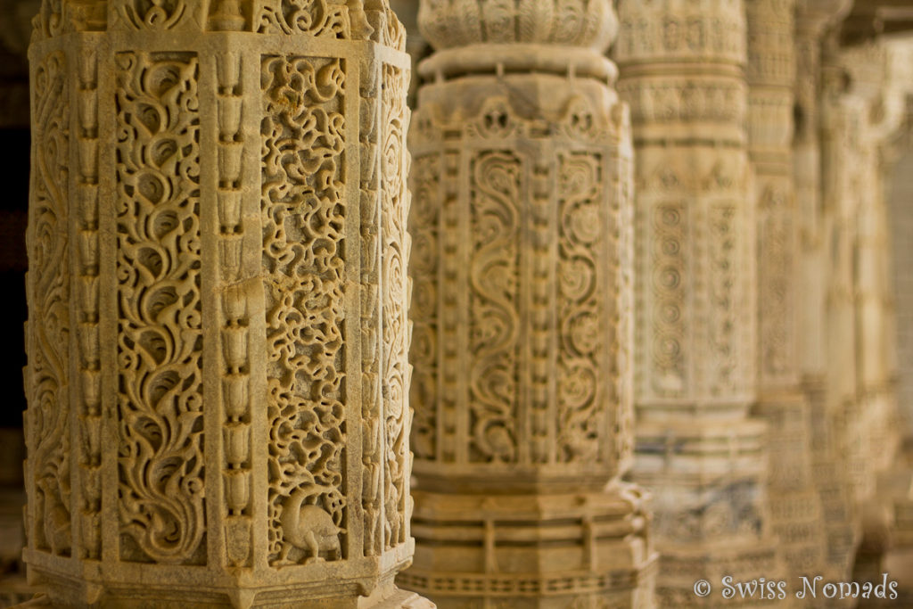 Detail der Säulen im Adinatha Jain Tempel in Ranakpur