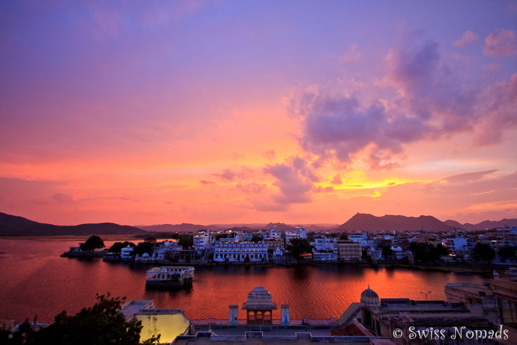 Dramatischer Abend Himmel über Udaipur in Rajasthan