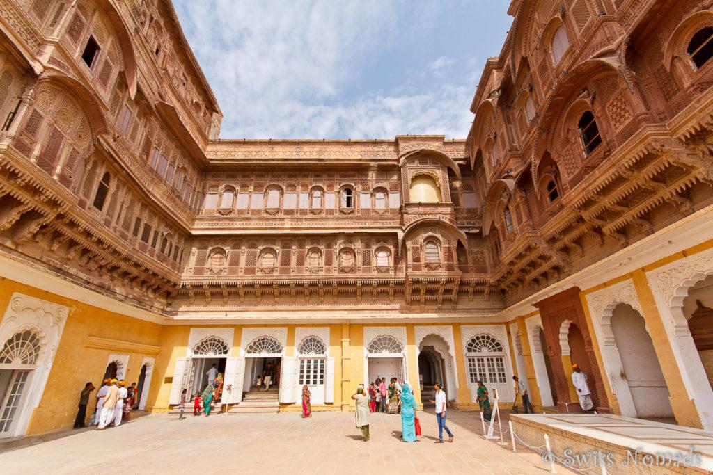 Ein Innenhof des Mehrangarh Fort in Jodhpur