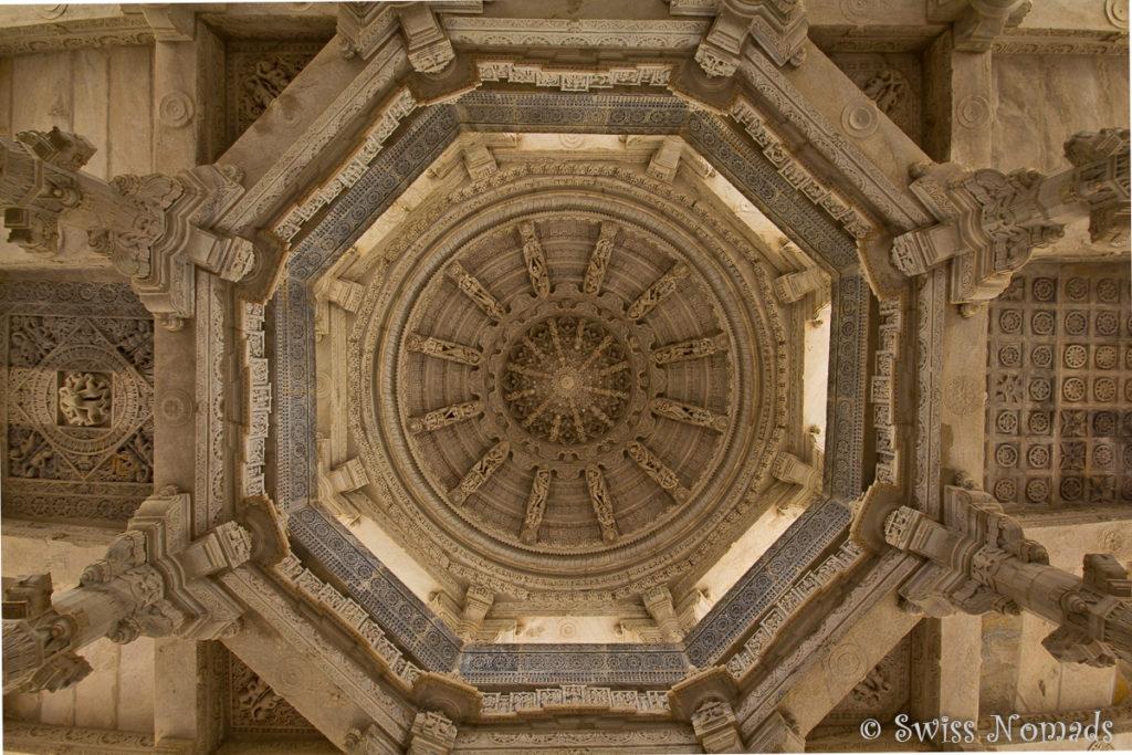Wundervolle Kuppel des Adinatha Jain Tempels in Ranakpur