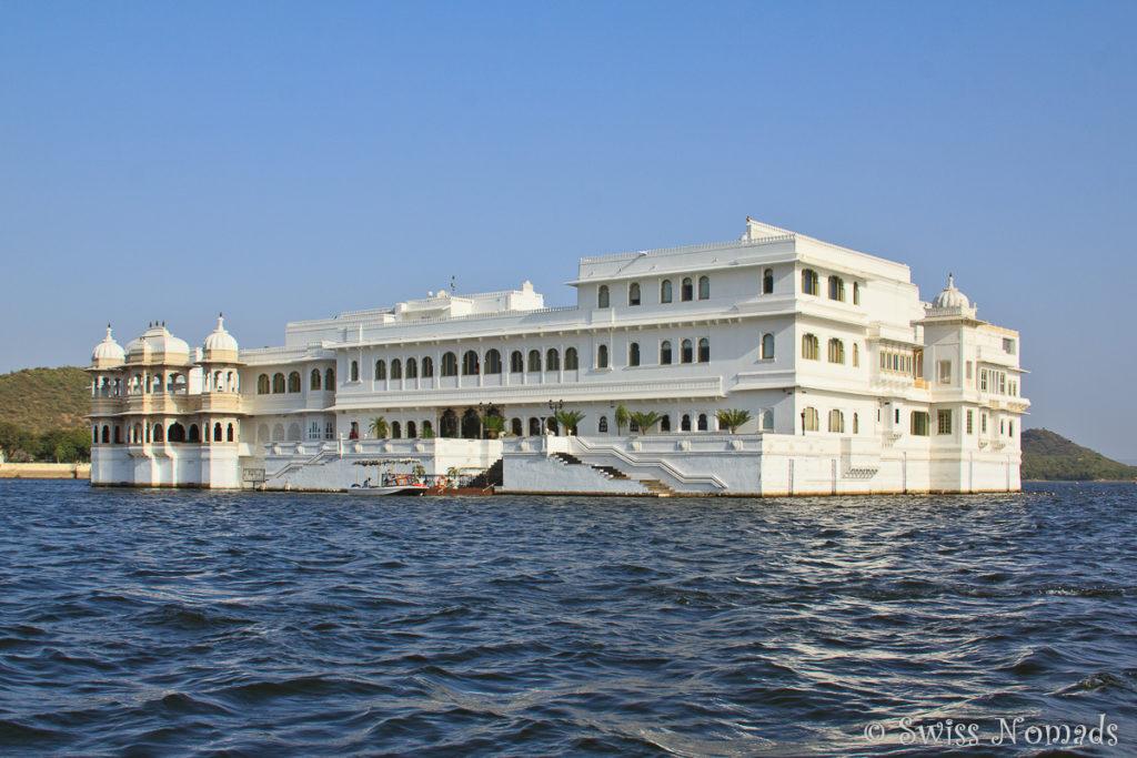 Der Lake Palace kann bei einer Bootstour umrundet werden