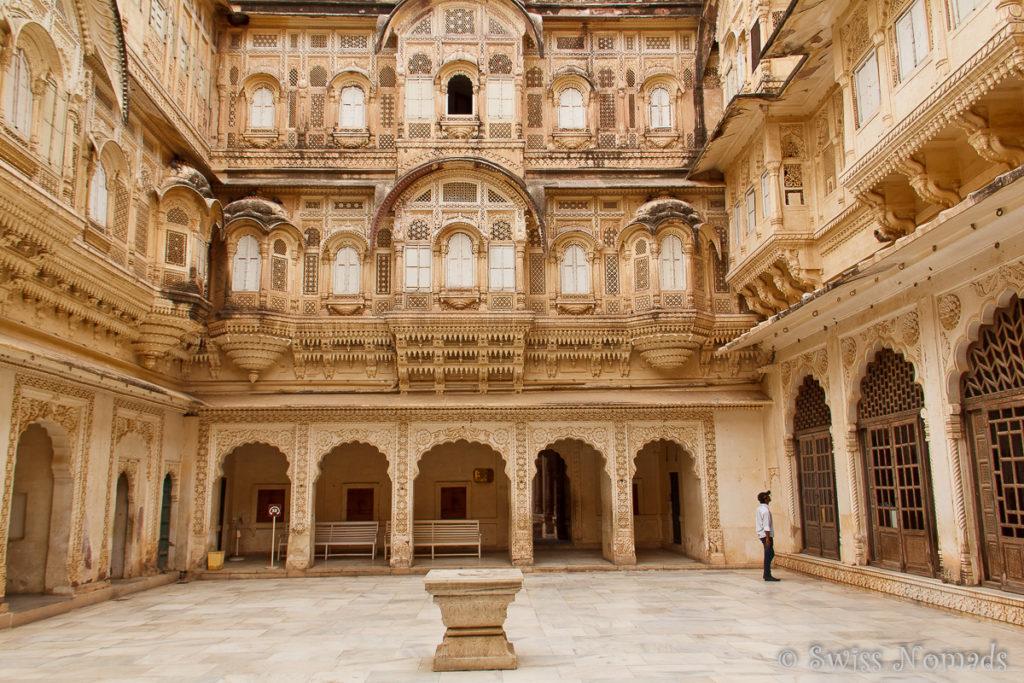 Einer der Wunderschönen Innenhöfe des Mehrangarh Forts