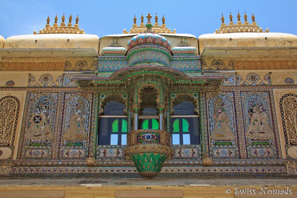 Wunderschöner Pfauenplatz im Stadtpalast von Udaipur