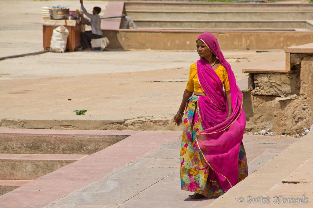 Indische Frau am heiligen Pushkar See
