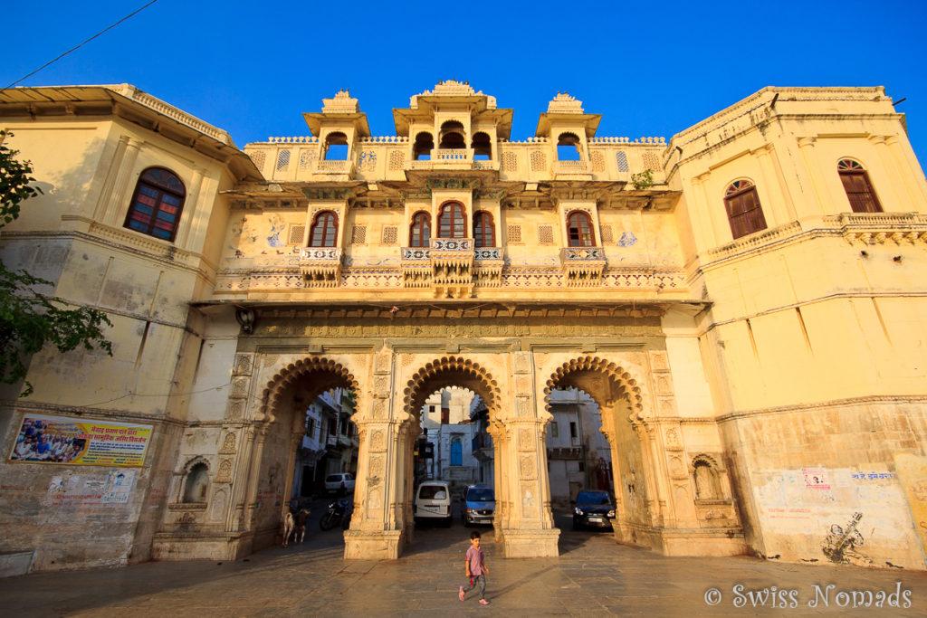 Eines der Stadttore von Udaipur in Rajasthan