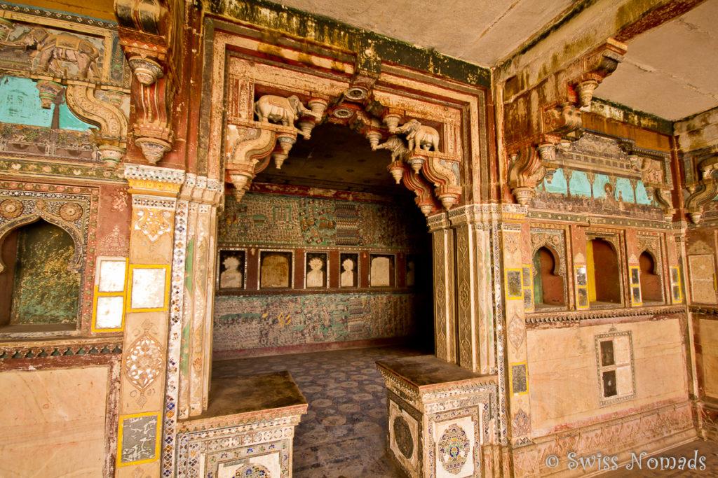 Reiche Wandmalereien im Taragarh Fort in Bundi