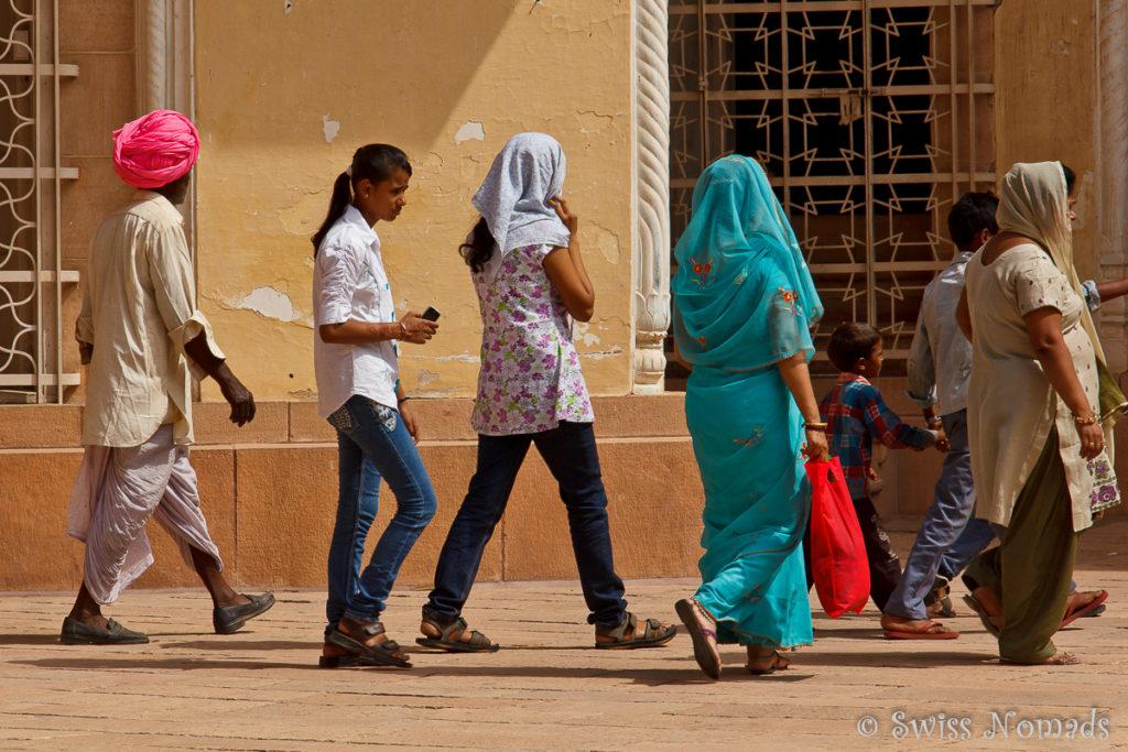 Viele Touristen aus Indien besuchen die Sehenswürdigkeiten in Jodhpur