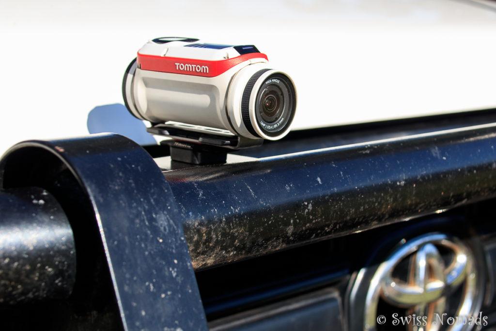 TomTom Bandit Actionkamera auf Reisen am Fahrzeug