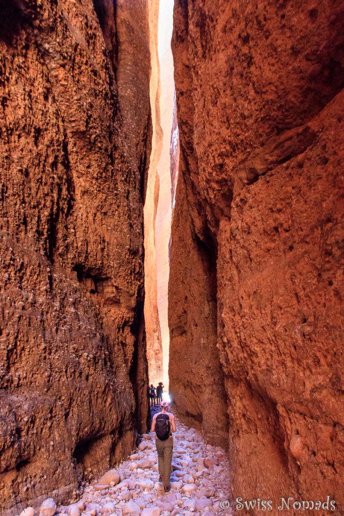 Reni im Echidna Chasm im Purnululu nationalpark