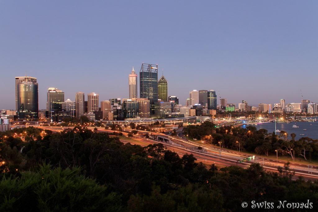 Die Aussicht über Perth bei Nacht vom Kings Park