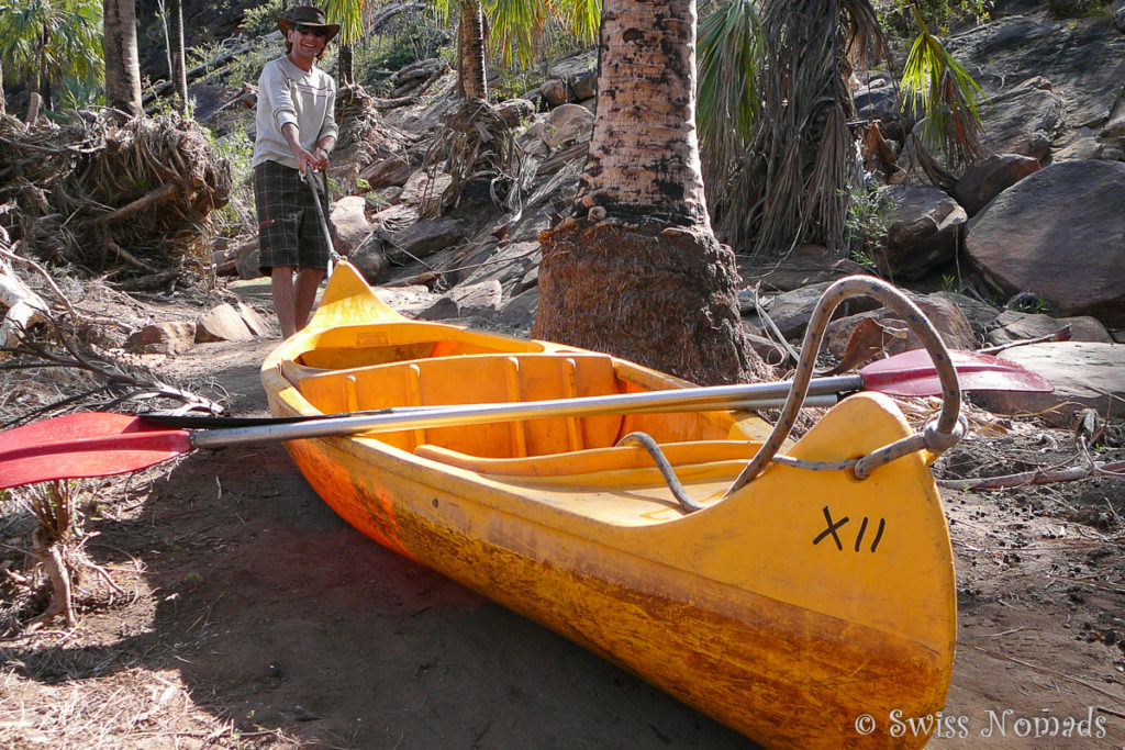 Marcel am Kanu schleppen im Boodjamulla / Lawn Hill Nationalpark