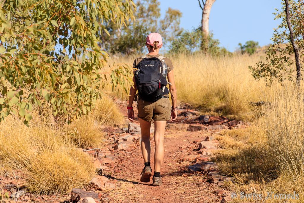 Reni beim Wandern im Boodjamulla / Lawn Hill Nationalpark