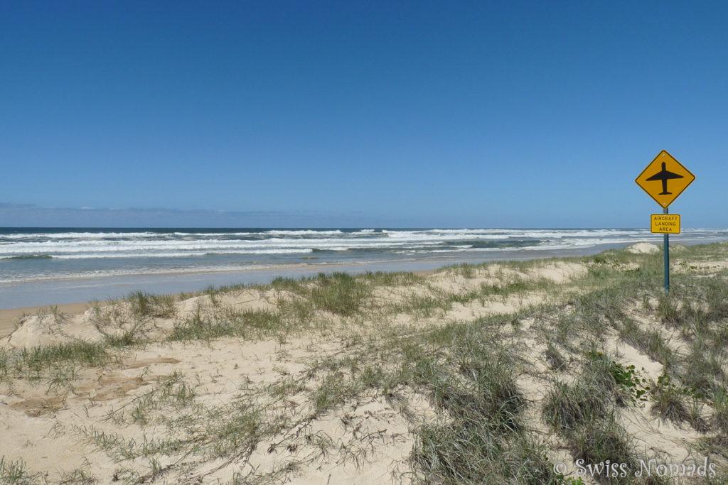 Airstip entlang der 75 Mile Beach auf Fraser Island