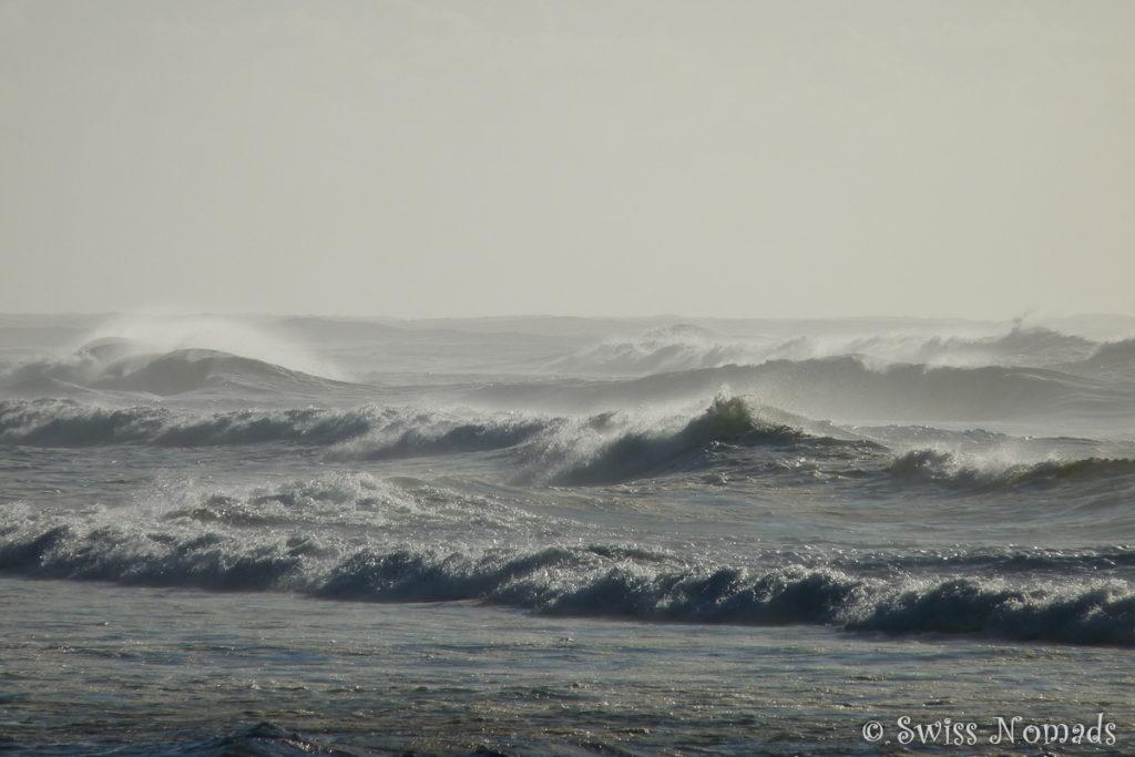 Stürmische See mit hohen Wellen auf Fraser Island
