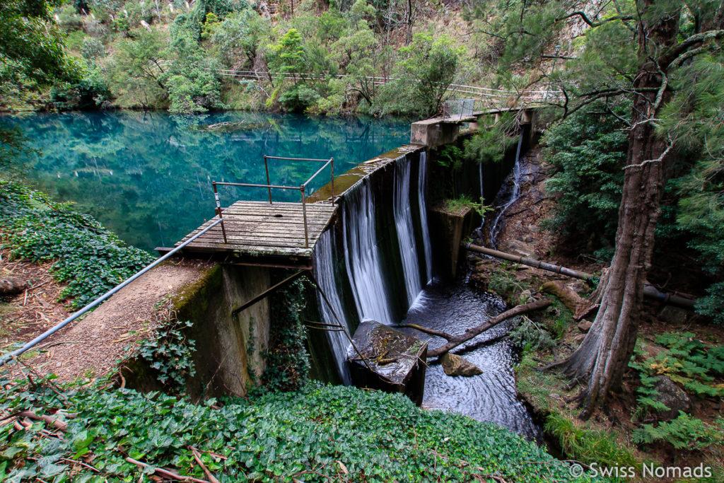 Staumauer des Blue Lakes bei den Jenolan Caves