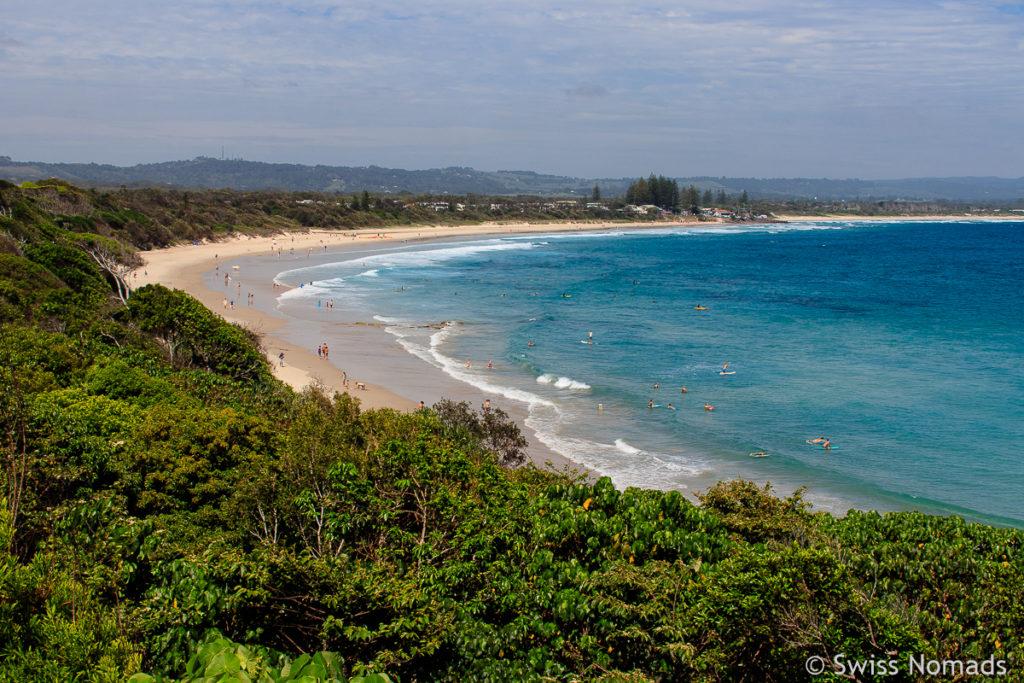 Der Strand von Byron Bay ist ein Highlight entlang des Roadtrip von Brisbane nach Sydney
