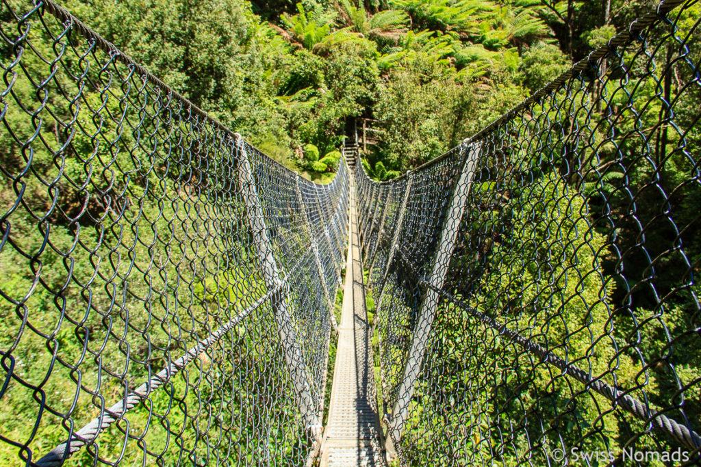 Hängebrücke bei den Monte Zuma Falls auf dem Tasmanien Roadtrip