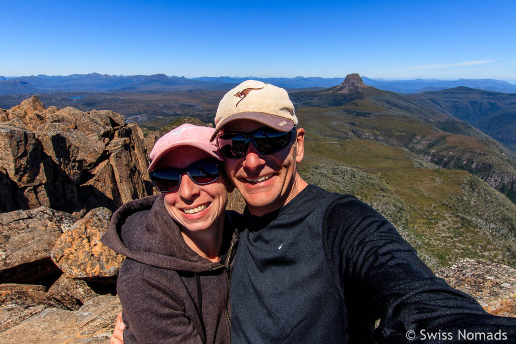 Reni und Marcel auf dem Gipfel des Cradle Mountains