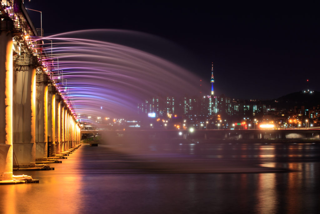 Der Rainbow Fountain bei der Banpo Bridge in Seoul