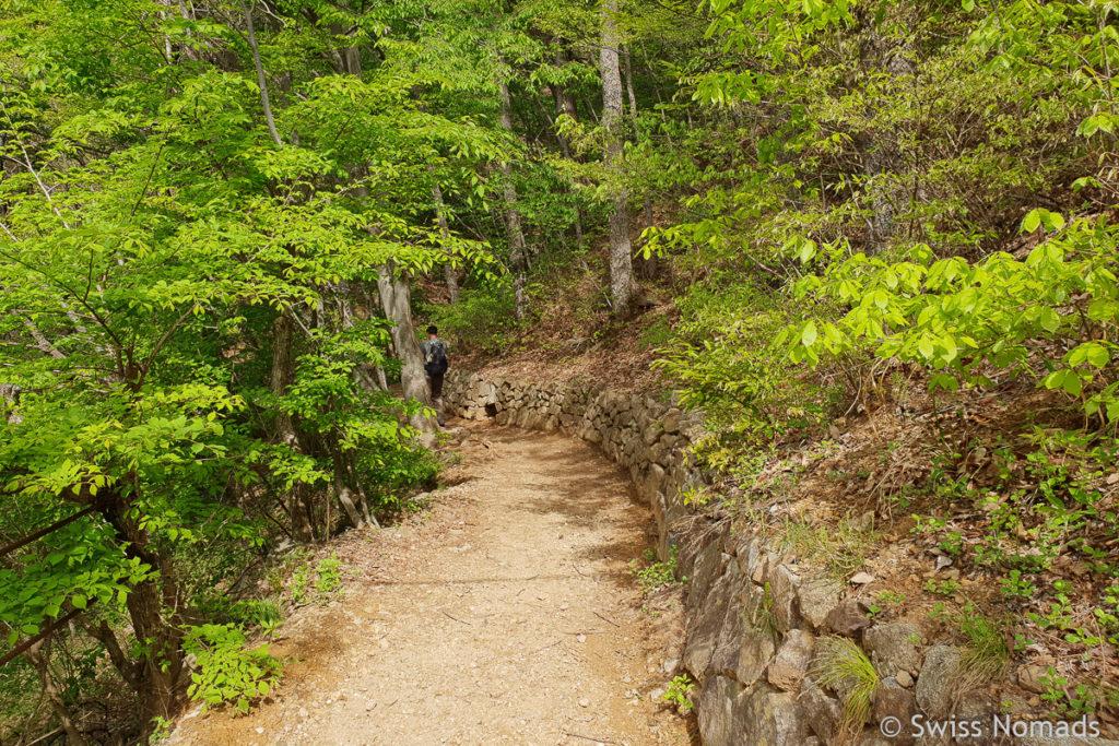 Die Wanderung zum Cheonwang Gipfel im Jirisan Nationalpark in Südkorea