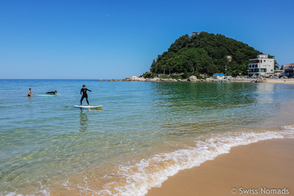 Der Ingu Beach in Südkorea ist bekannt zum Surfen