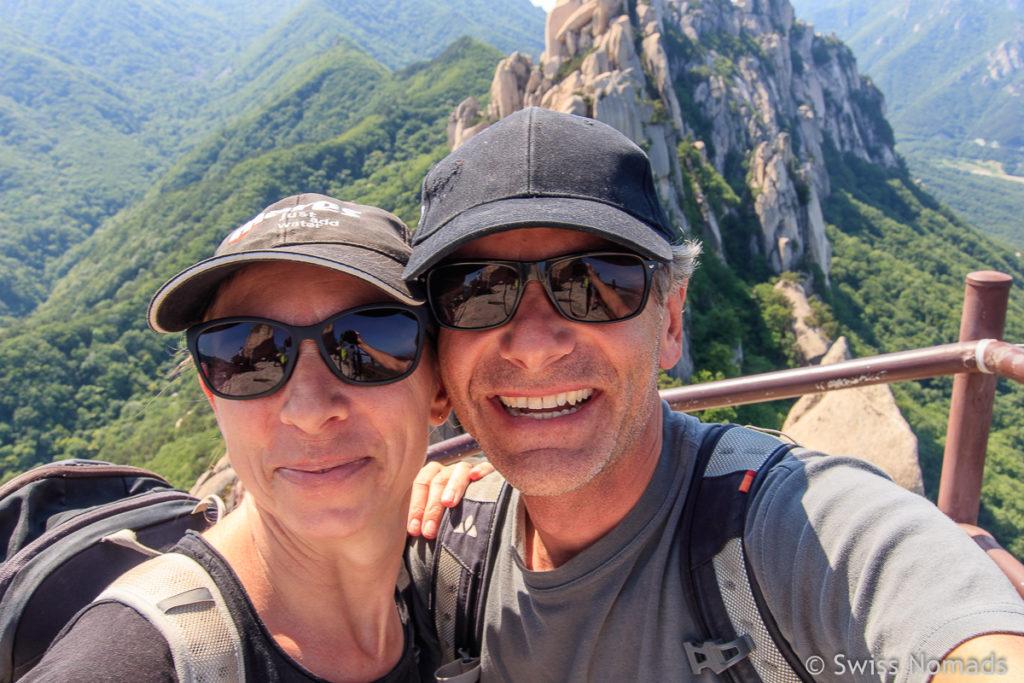 Reni und Marcel auf dem Ulsanbawi Felsen im Seoraksan Nationalpark