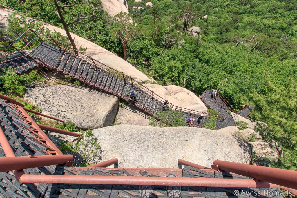 Die Treppen zum Ulsanbawi im Seoraksan Nationalpark