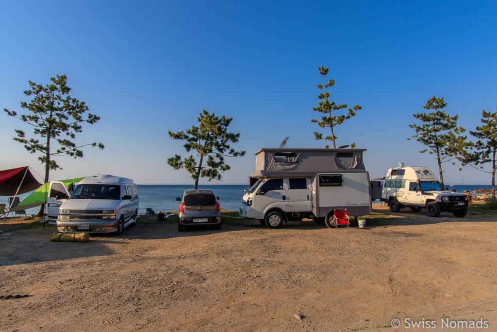 Koreanische Camper in Südkorea am Strand