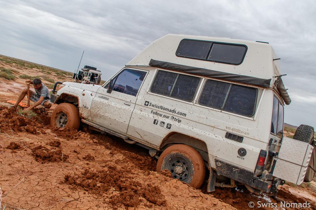 Im Schlamm stecken geblieben in der Gobi Wüste der Mongolei