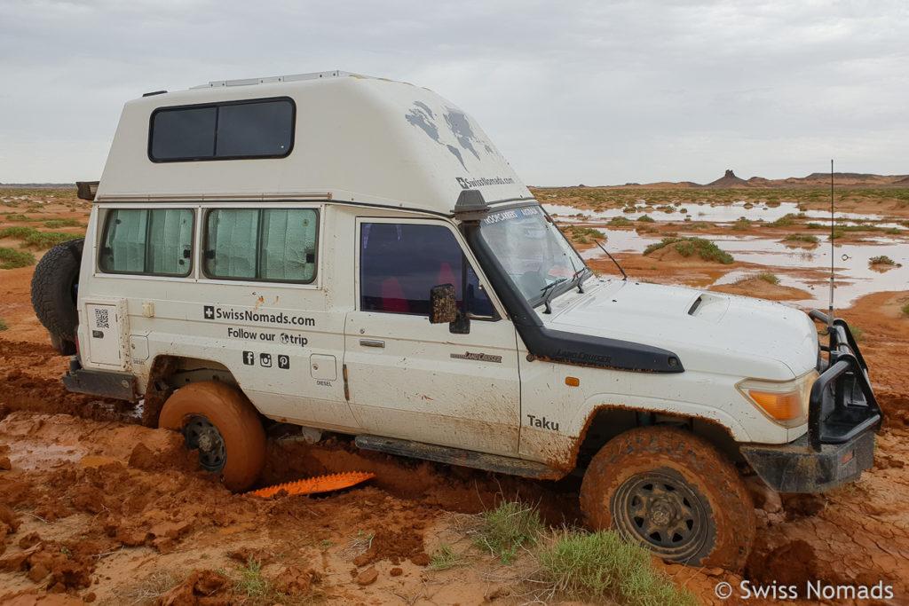 Maxtrax Sandbleche zum Bergen aus dem Schlamm in der Mongolei