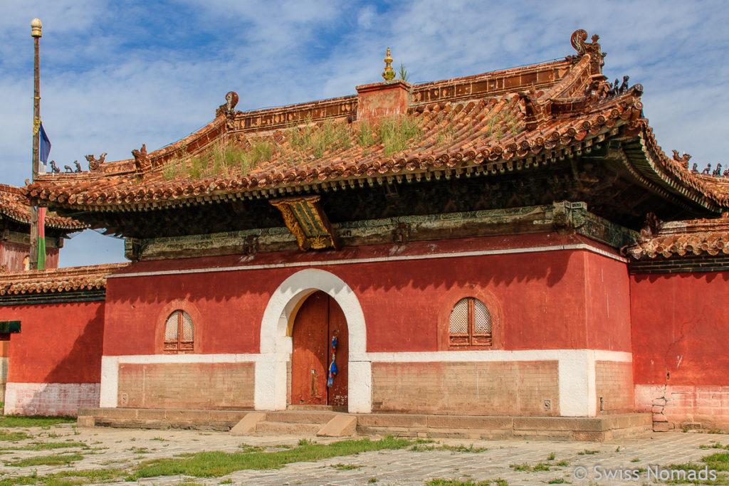 Das Eingangstor zum Amarbayasgalant Kloster in der Mongolei