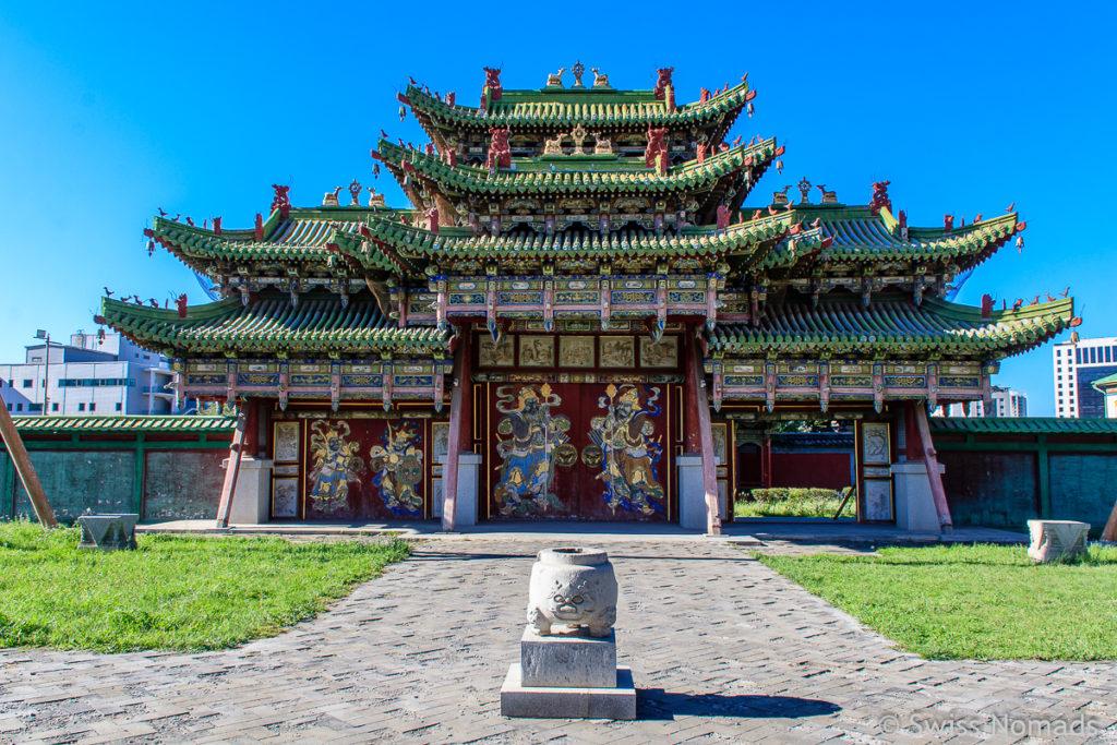 Das Tor zum Bogd Khan Museum in Ulaanbaatar ist eine der top Sehenswürdigkeiten